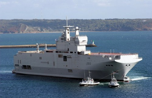 The French amphibious assault ship Mistral on Oct. 6, 2004. Russia has bought two ships of this class. Yannick Le Bris/Wikipedia photo